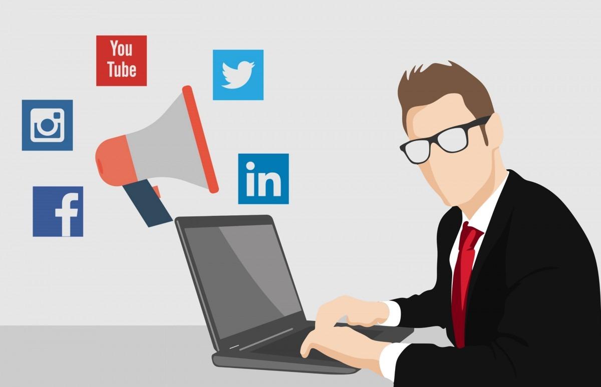 social media manager 2